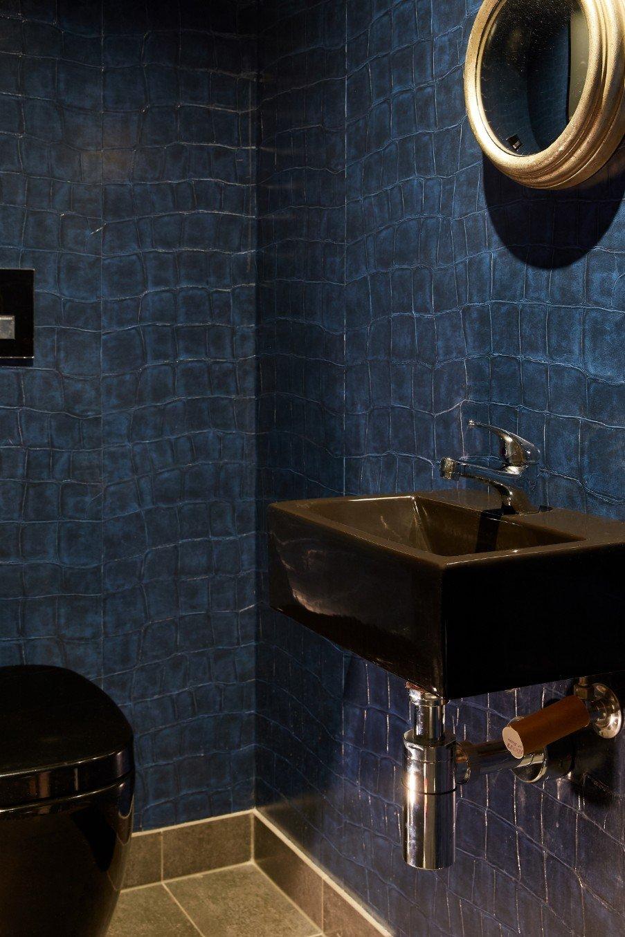 The bathroom 3